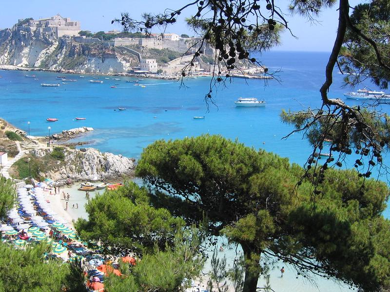 Traghetti Vieste - Tremiti San Nicola | Spiaggia di Tremiti San Nicola dall'alto