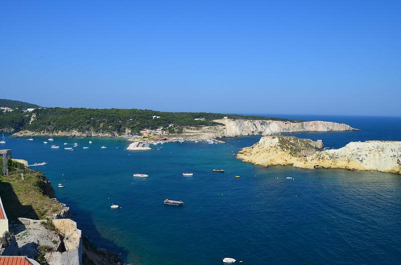 Splendido mare alle isole Tremiti vicino a San Nicola | Traghetti Peschici Tremiti San Nicola