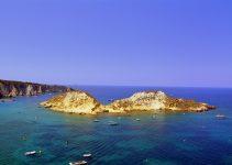 Traghetti Vieste Tremiti | Rocce, scogliere, mare e barche alle isole Tremiti